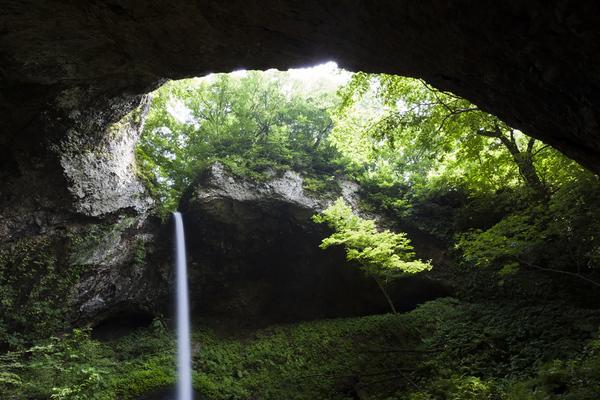 秋田県藤里町の銚子の滝