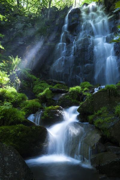 幻の滝と光芒