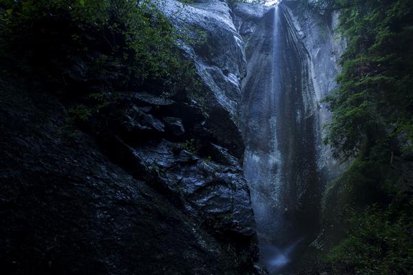 九十九谷のえぐれ岩の滝