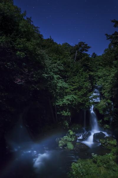 竜頭の滝に月虹(ムーンボウ)