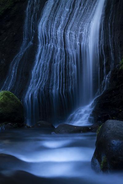 白糸のような開運の滝