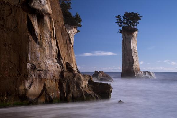 福島県富岡町小浜海岸のローソク岩