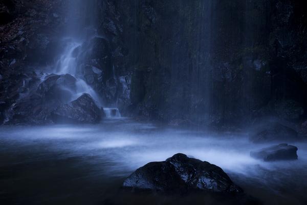 大門不動滝、滝壺の水模様
