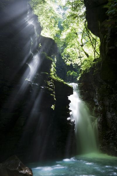 雄飛の滝、峡谷の光芒