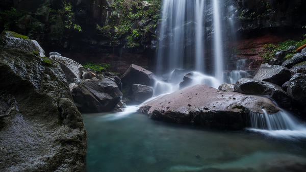 岩の庭園、赤滝