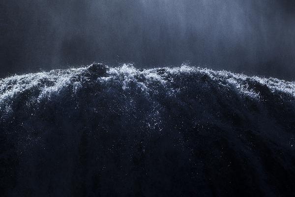 袋田の滝、逆光の水飛沫