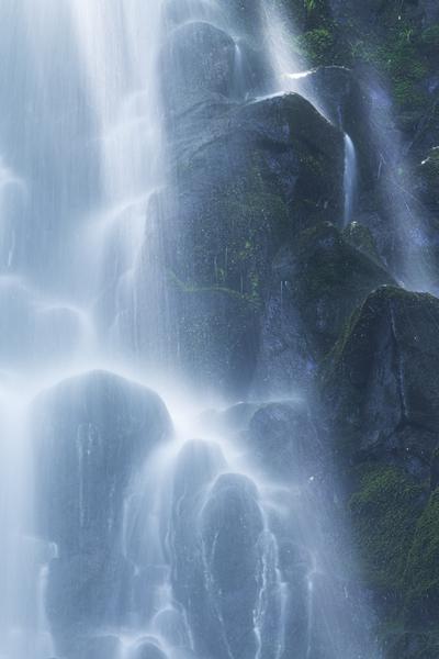 大尾不動滝に絡まる光芒