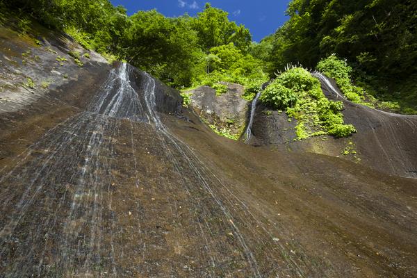 岩壁を転がる五郎七滝
