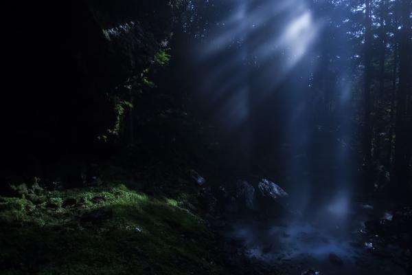 新滝、月明かりの光芒