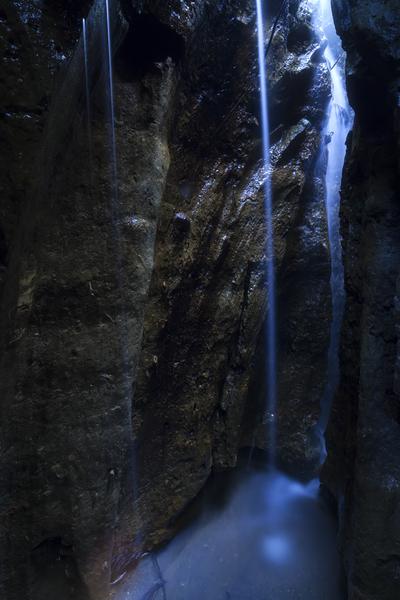 ゴルジュ奥の秘瀑、双峰飛泉