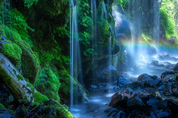 名も無い美瀑の虹