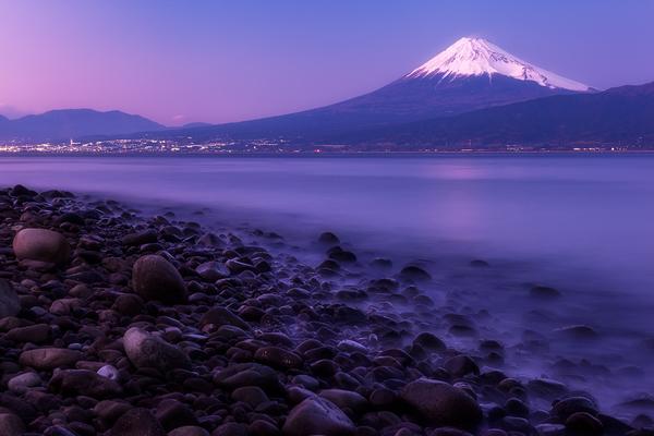 大瀬崎からのぞむ夕暮れの富士山